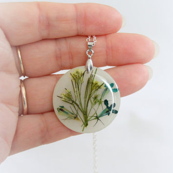 Pressed Wildflowers Flower Necklace, Resin Flower Necklace, White Flower Necklace, Resin Flower Jewelry, Bridesmaid Jewelry, Real Flower