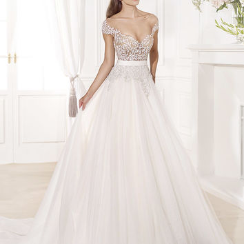 Tarik Ediz Wedding dress G1124 is part of the 2014 Tarik Ediz Wedding dress collection of Tarik Ediz Wedding dresses. E-mail for pricing.