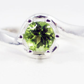 Peridot Bypass Solitaire .925 Ring Sterling Silver, August Birthstone Ring, Peridot Gemstone Ring, Sterling Silver Solitaire Ring