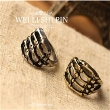 nj54  European and American jewelry trade of the original single-retro punk skull ring claw hand bones