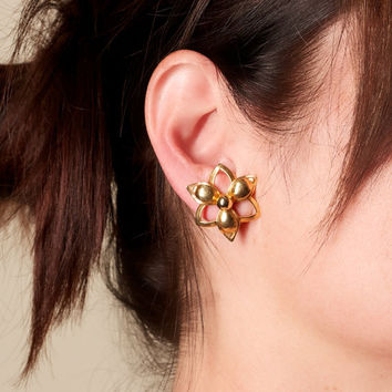 Vintage Sarah Coventry Gold Tone Flower Earrings