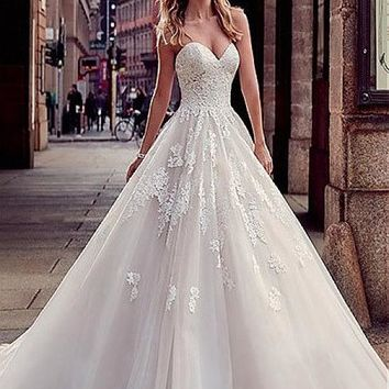 [188.99] Modest Tulle & Organza Sweetheart Neckline A-Line Wedding Dresses With Lace Appliques - dressilyme.com