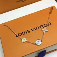 LV Louis Vuitton 2018 new diamond-studded three-color flower female fashion bracelet