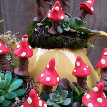 Fairies In My Garden ~ 3pc Rustic Woodland Fairy Glow in the Dark Garden Mushroom Toadstools