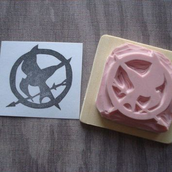 Mockingjay Pin Rubber stamp by dragonflycurls on Etsy