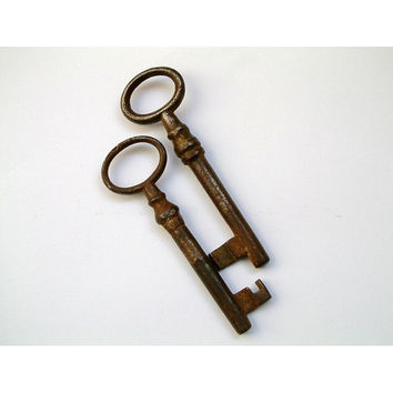vintage keys/Ornate Antique Keys, Steampunk, Home Decor, Skeleton Keys, Steampunk Supplies, Old Keys, Keyring, Iron Keys