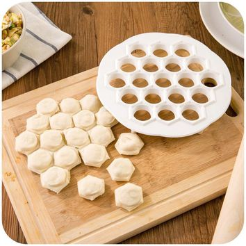 1Pcs 19 Holes Dumpling Maker Kitchen Gadget Pastry Tools DIY White Plastic Dumpling Mold Dough Press Ravioli Mold