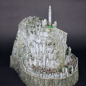 Lord of the Rings Craft Souvenir figure The Hobbit action figure Minas Tirith model statue toys copper imitation novelty ashtray