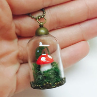 Mushroom Terrarium Pendant Necklace, Preserved Moss Jewelry, Amanita Mushroom, Woodland Jewelry, Glass Bottle Necklace, Botanical Jewelry
