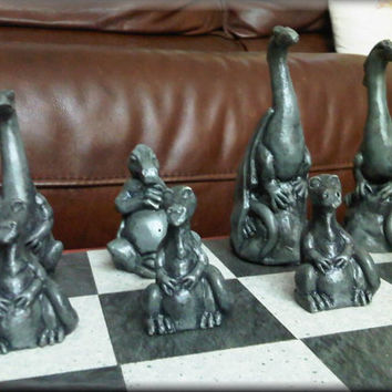 Large Dragon Family Chess Set with two extra Queens - Antique Red and Dragon Green
