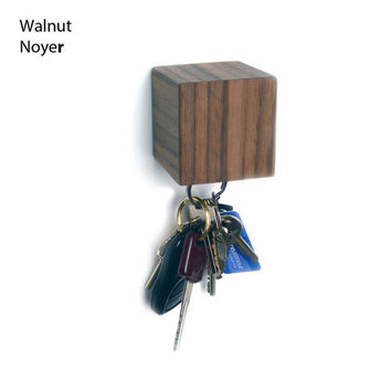 KUBE, wall mounted magnetic key holder (walnut, mahogany, birch)