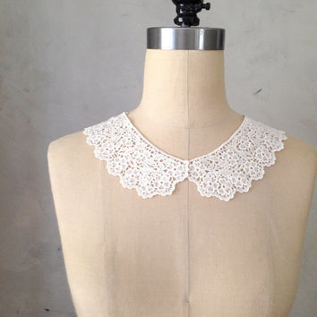 ETIQUETTE NECKLACE - Ivory crochet lace bib collar necklace // ivory beige white // vintage inspired // retro // bridesmaid // gift