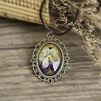 Pansy Dried flower pendant,lace flower necklace,flowers in low dome glass cap than on olive a metal bezel,bronze pendant