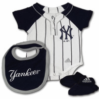Yankees Infant Creeper, Bib and Bootie Set