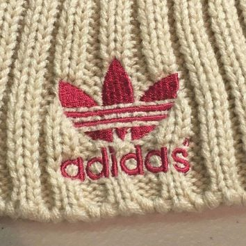 ESBONC. BRAND NEW ADIDAS RED WITH BEIGE POMPOM KNIT HAT SHIPPING
