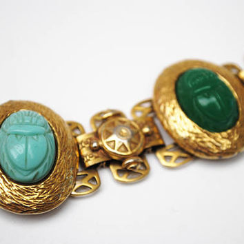 Book Chain Link Bracelet - Scarab Beetle - Egypetian revival - carved Glass  cab - gold plated -  -  vintage link bangle