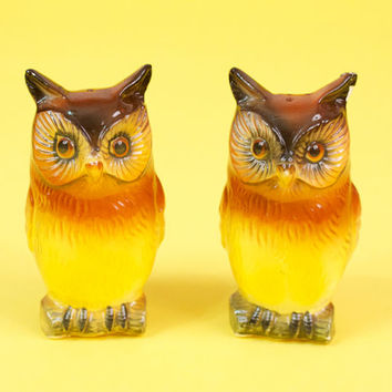 Vintage Kitsch Owl Salt and Pepper Shakers Very Cute and Retro