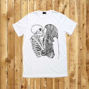 Skull Kiss Girl Skeleton Shirt T-Shirt Men Women Tshirts