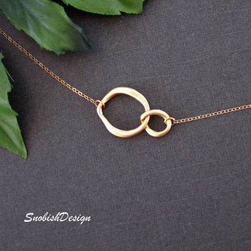 Interlocking Circle Necklace, Infinity Necklace, Dainty Gold Necklace, Sister Jewelry, Friendship Jewelry, Mothers Necklace, Gifts Under 30