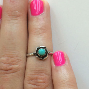 Vintage Handcrafted Native American Style Sterling Silver Small Rose Shape Turquoise Ring Size 6.5