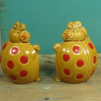 Kitsch Ladybug Salt and Pepper Shakers • Circa 1950s • Vintage Ceramic • Gold With Red Dots • Made in Japan