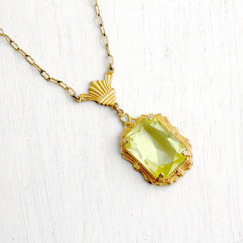 Antique Art Deco Green Glass Necklace - Vintage Gold Tone 1930s Simulated Peridot Filigree Lavalier Pendant Paperclip Chain Jewelry