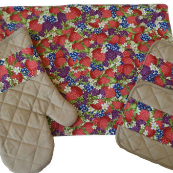 Berries Placemats Set, Kitchen Accents, Table Decoration, Home Decor, Potholders, Oven Mitt, Hostess Gift, Housewarming, Gift for Her