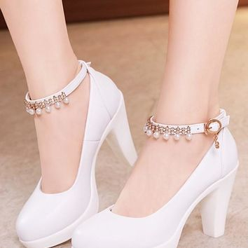 New White Round Toe Pearl Chunky High-Heeled Shoes