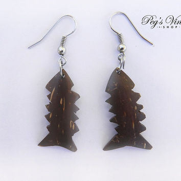 Vintage Carved Wood Fish Earrings/Pierced Fish Jewelry