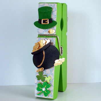 St Patricks Decor, Large Clothespin, Irish Green Four Leaf Clovers, Birthday Gifts For Friends, Leprechaun's Pot of Gold