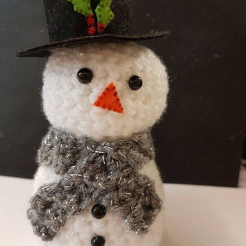 Frosty the snowman crochet sparkly white Mr snowman.... Christmas decoration super cute ribbon can be added to make into a tree decoration