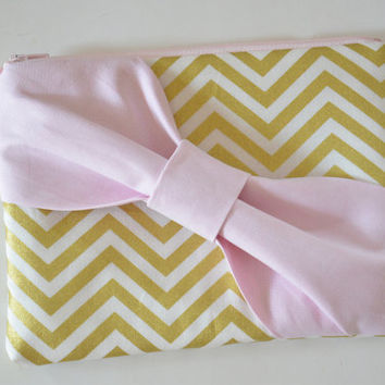 Set of 7 Bridesmaids Clutch Bridesmaid Pouch Bridal Clutch Bridal Accessories Zippered Metallic Gold & White Chevron with Light Pink Bow