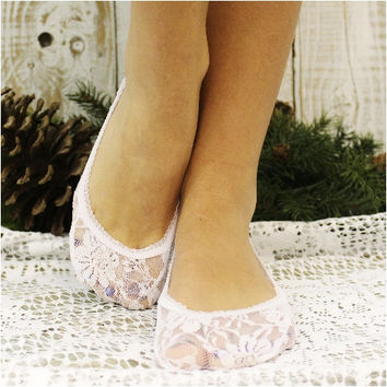 ALLURING lace wedding socks - white