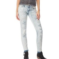 BAYLA DESTROYED LIGHT WASH SKINNY JEAN
