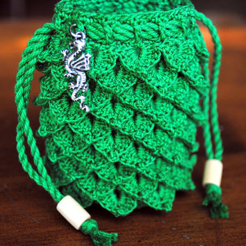 Small crochet dragon scale pouch, green, dragon charm, wooden beads on drawstrings