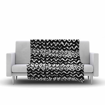 "MaJoBV ""Finger Scales"" Black White Fleece Throw Blanket"