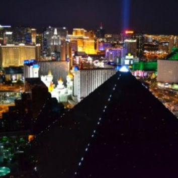 "Las Vegas At Night Luxor Poster 16""x24"""