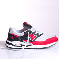 New Balance 530 - Red/Black