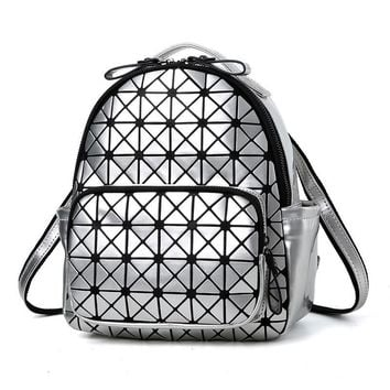 2017 New Women Laser Backpack Diamond Lattice Shoulder Bag Geometry Quilted Pearl Daypacks for Teenagers girl Mochila Feminina