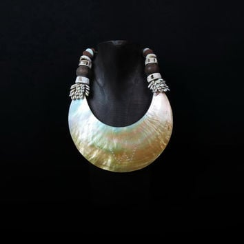 Mother Of Pearl Pendant Necklace. Papua Ethnic Jewel | Ceremonial Oceanic Adornment | Shells|Wood Beads|Pearl Collar