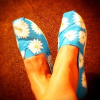 Hand painted toms Daisy print by conchetts on Etsy