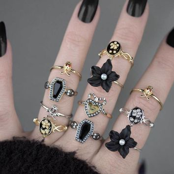 EMINENCE. Black Lily & Pearl Silver Ring – REGALROSE