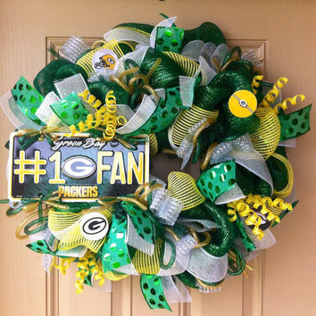 Deluxe Green Bay PACKERS Deco Mesh Wreath