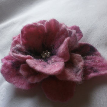 Brooch, felt brooch, felt flower brooch, wool pink black flower poppy,art jewelry,wet felt, accessories pin, hair clip, hat, bag dress,scarf