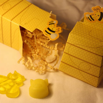 10 Bee Themed Party Favor CUSTOM Color & Scent Baby Shower Wedding Bridal Shower Birthday Personalized FREE Winnie the Pooh