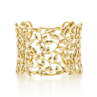 Tiffany & Co. - Paloma Picasso® Olive Leaf cuff in 18k gold, medium.