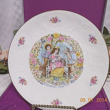 Royal Doulton England Valentines Day Victorian Children Collector Plate 1978