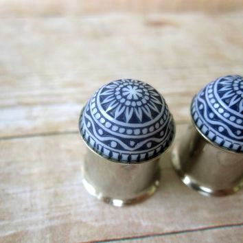 Pair of Vintage Etched Blue and White Floral Print Button Plugs - Handmade Girly Gauges - Feminine - 4g, 2g, 0g, 00g, 7/16""