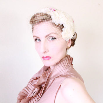 1950s Fascinator / VINTAGE / 50s / Hat / Bridal / Wedding / Birdcage veil / Spring / Flowers / Blossoms