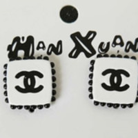 CHANEL New Fashion More Pearl Square Earrings Accessories Women White
